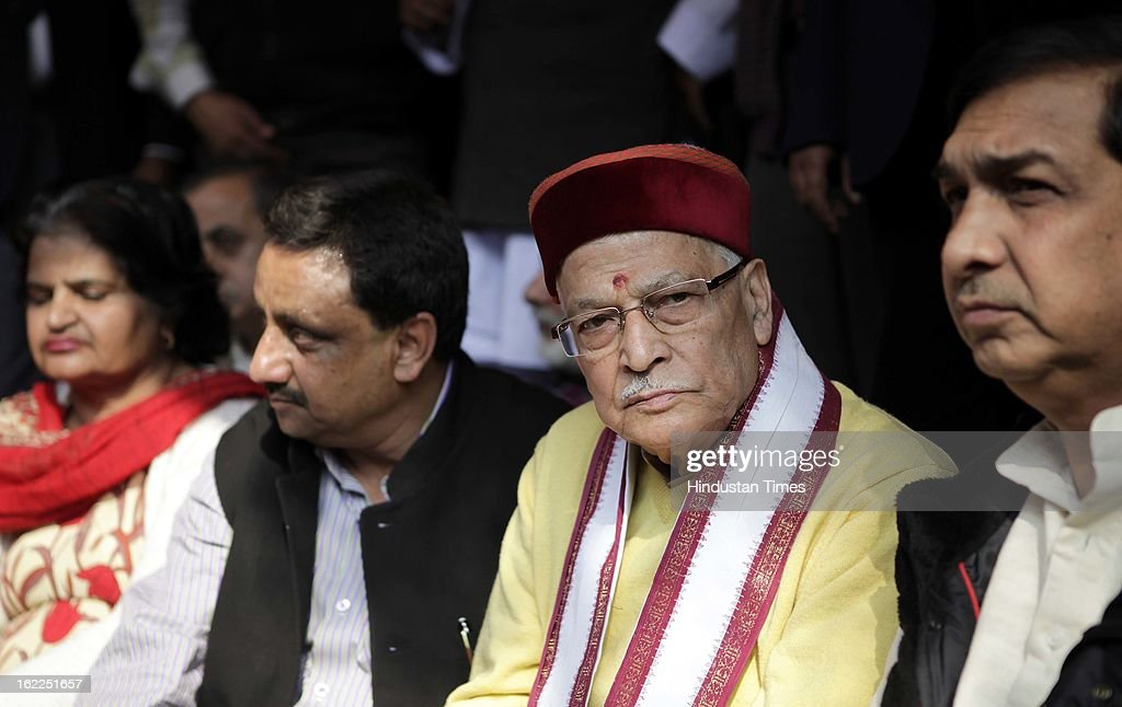 Murli Manohar Joshi(2R), BJP Senior leader join protest in support of Trade Union Strike on February 21, 2013 in New Delhi, India.