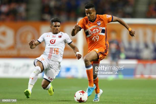 Musashi Suzuki of Albirex Niigata and Mateus of Omiya Ardija compete for the ball during the JLeague J1 match between Albirex Niigata and Omiya...