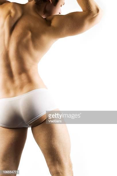 筋肉の男性の胴体のホワイトショートパンツ