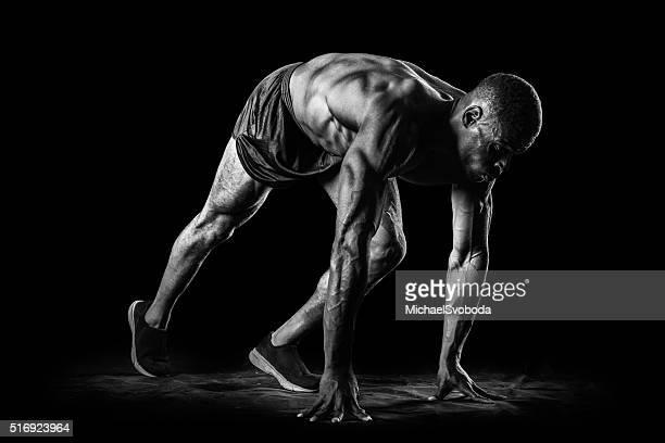 Muskel Mann In Ausgangsposition ein Rennen