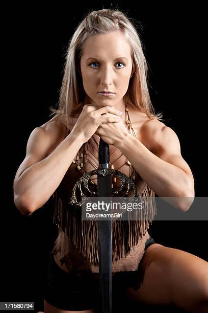 Muskel Frau mit Leder-Schiefer auf Schwert
