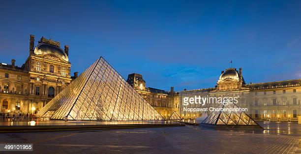 CONTENT] Musée du Louvre and pyramids at night Paris France