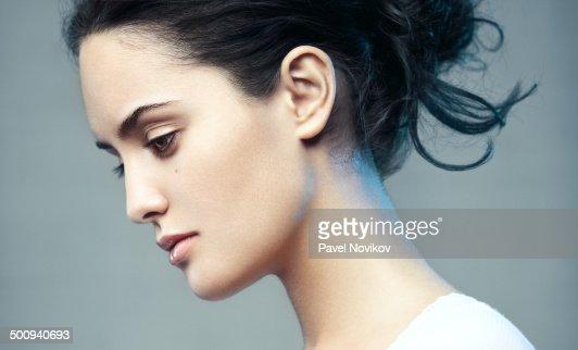 Фото красивых женских профилей