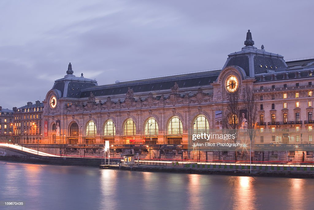 Musee d'Orsay on the banks of the river Seine. : Photo