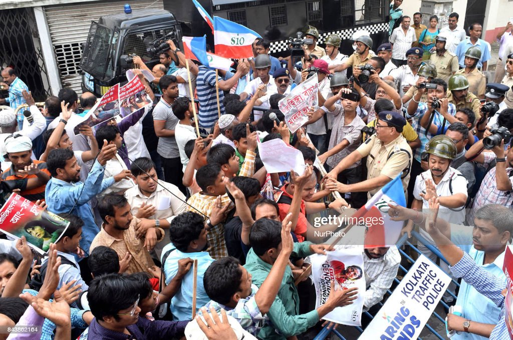 Mushlim activists break police barricade during a rally against the Myanmar government to protest the treatment of Rohingya Muslims in Myanmar, near the near the Consulate General of Myanmar, in Kolkata on September 7, 2017. Nobel peace laureate Malala Yousafzai and mainly Muslim countries in Asia led a growing chorus of criticism on September 4 aimed at Myanmar and its civilian leader and Nobel laureate Aung San Suu Kyi over the plight of the Rohingya Muslim minority.
