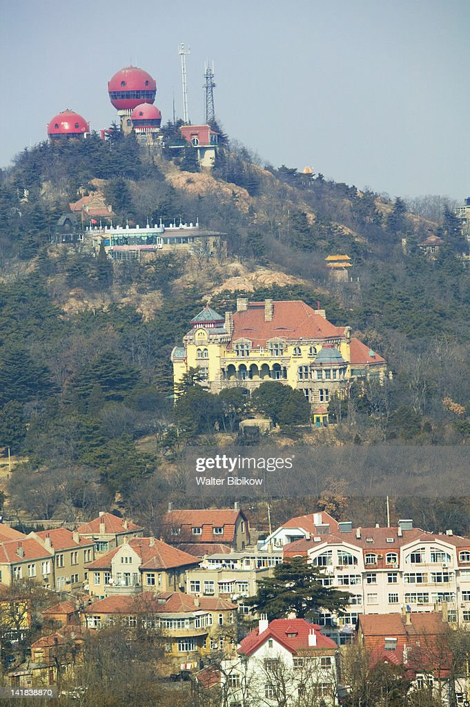Mushroom buildings of Xinhaoshan Park and Qingdao Ying Binguan, Qingdao, Shandong Province, China : Stockfoto