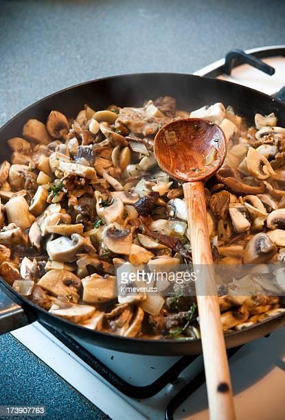 Champignon poêle à gaz cuisinière Cuillère en bois