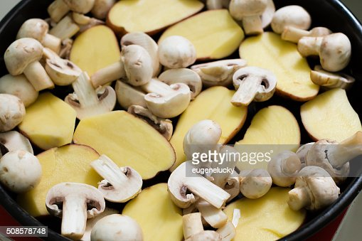 Mushrooms with Potatoes ready for grill : Stockfoto