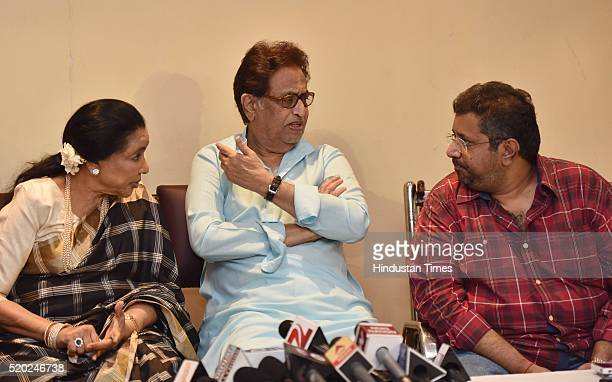 Music director Hridaynath Mangeshkar Bollywood Playback singer Asha Bhosle and Adinath Mangeshkar during a press conference to announce Master...
