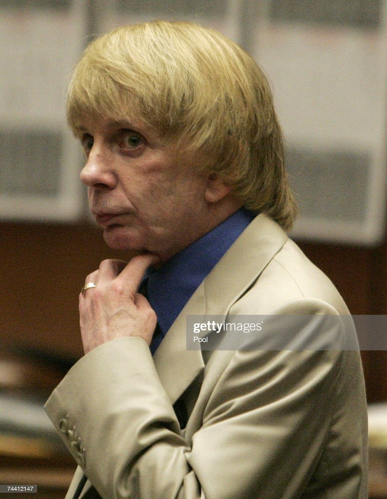 Music producer Phil Spector stands during the afternoon session of his murder trial at Los Angeles Superior Court June 5, 2007 in Los Angeles. Spector, 67, is accused of the murder of actress Lana Clarkson, who was found shot dead in Spector's Alhambra, California mansion on February 3, 2003.