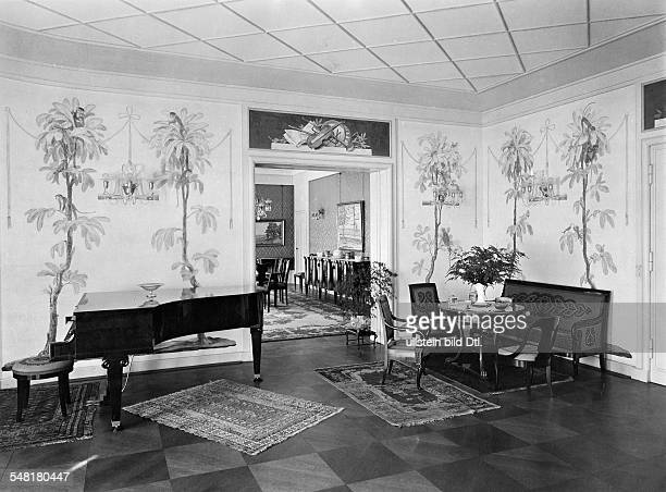 Music room with decorative mural paintings Photographer Published by 'Vossische Zeitung' 19/1924 Vintage property of ullstein bild