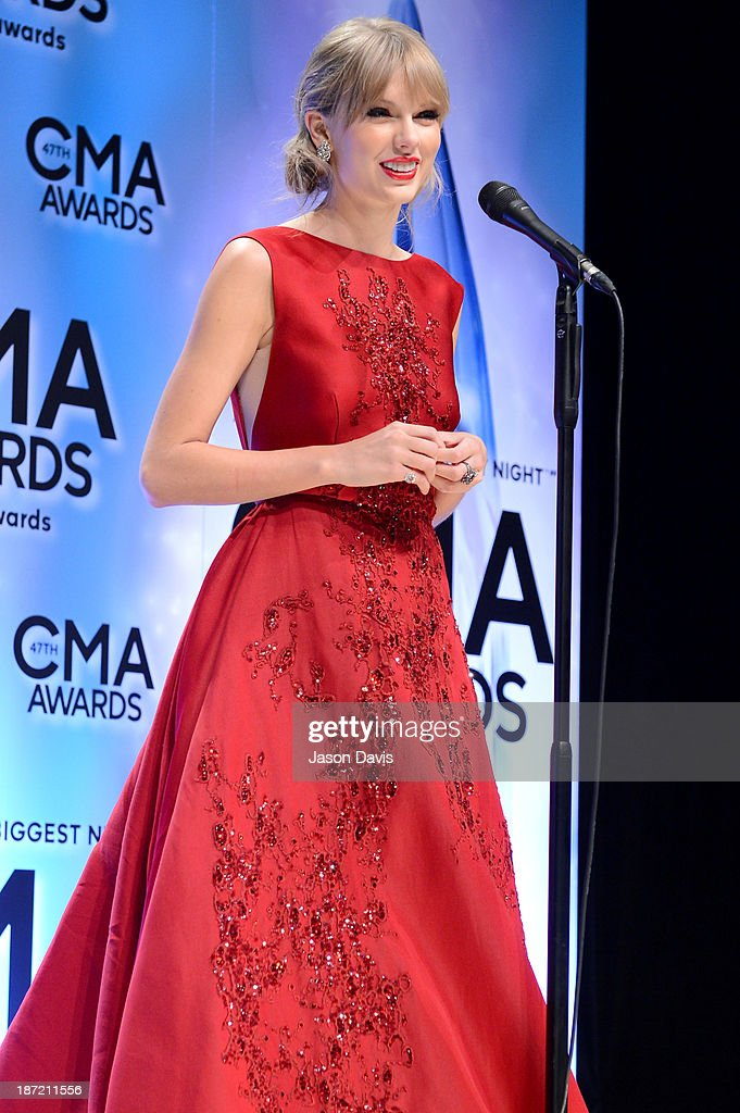 Musical Event of the Year and Pinnacle Award winner <a gi-track='captionPersonalityLinkClicked' href=/galleries/search?phrase=Taylor+Swift&family=editorial&specificpeople=619504 ng-click='$event.stopPropagation()'>Taylor Swift</a> poses in the press room during the 47th Annual CMA Awards at the Bridgestone Arena on November 6, 2013 in Nashville, Tennessee.