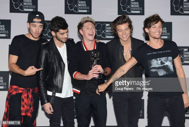 Musical group One Direction band members Niall Horan Zayn Malik Louis Tomlinson Liam Payne Harry Styles backstage in the Awards Room at the MTV Video...