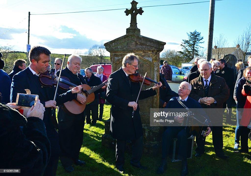 A musical send off around Gene Stewarts grave with Plunkett McGartland, John Morrison, Pat Casey, John O'Neill and Radio host Hugo Duncan .