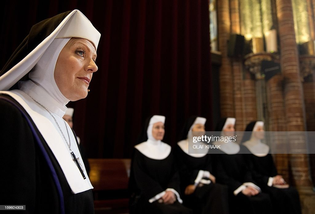 Musical singer and leading actress in the musical 'Sister Act' Simone Kleinsma (L) performs during the press presentation at the Vondel Church in Amsterdam on January 23, 2013. The musical will premiere at the AFAS Circus Theatre in The Hague on March 3, 2013. AFP PHOTO / ANP - OLAF KRAAK netherlands out