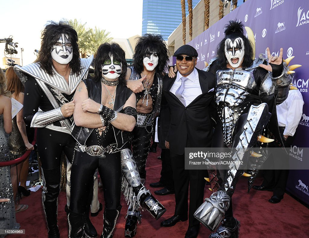 Musicans <a gi-track='captionPersonalityLinkClicked' href=/galleries/search?phrase=Tommy+Thayer&family=editorial&specificpeople=235930 ng-click='$event.stopPropagation()'>Tommy Thayer</a>, <a gi-track='captionPersonalityLinkClicked' href=/galleries/search?phrase=Eric+Singer&family=editorial&specificpeople=614320 ng-click='$event.stopPropagation()'>Eric Singer</a> and Paul Stanley of Kiss, <a gi-track='captionPersonalityLinkClicked' href=/galleries/search?phrase=LL+Cool+J&family=editorial&specificpeople=201567 ng-click='$event.stopPropagation()'>LL Cool J</a> and <a gi-track='captionPersonalityLinkClicked' href=/galleries/search?phrase=Gene+Simmons&family=editorial&specificpeople=138593 ng-click='$event.stopPropagation()'>Gene Simmons</a> of Kiss arrive at the 47th Annual Academy Of Country Music Awards held at the MGM Grand Garden Arena on April 1, 2012 in Las Vegas, Nevada.