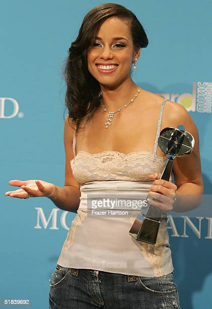 Musician Alicia Keys poses backstage with her award at the 2004 Billboard Music Awards at the MGM Grand Garden Arena on December 8 2004 in Las Vegas...