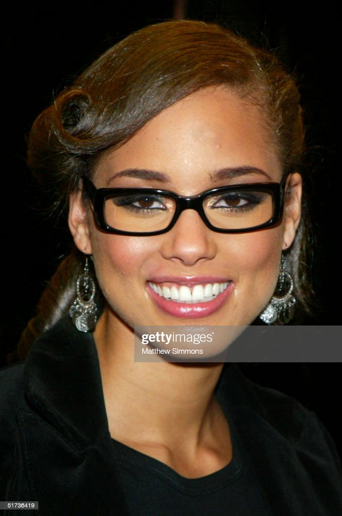 Musician Alicia Keys poses for photographers during a book signing for her new book 'Tears for Water' at Book Soup November 12 2004 in West Hollywood...