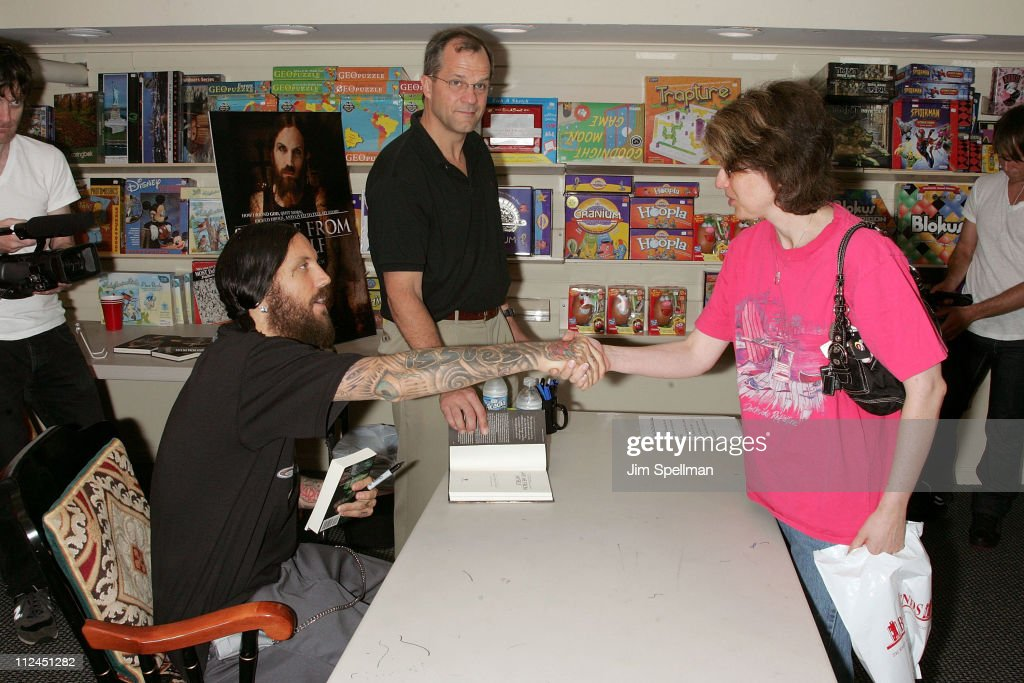 """Brian """"Head"""" Welch Signs Copies Of His Book """"Save Me From Myself"""""""