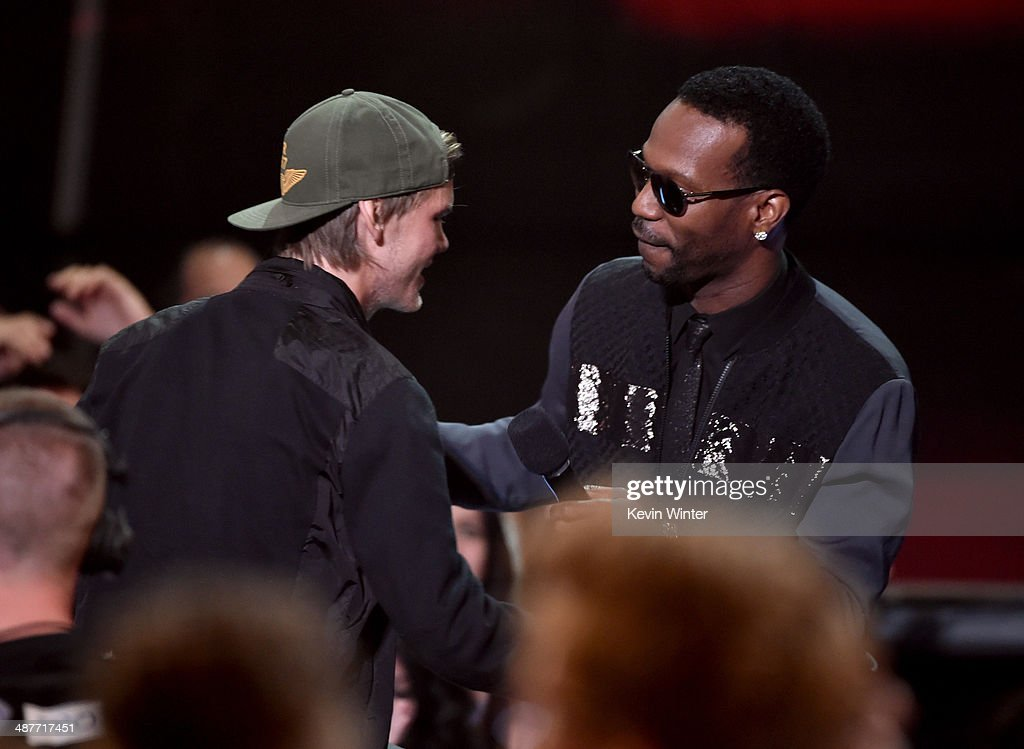 Musician Avicii (L) accepts the EDM Song of the Year award for 'Wake Me Up' from rapper Juicy J onstage during the 2014 iHeartRadio Music Awards held at The Shrine Auditorium on May 1, 2014 in Los Angeles, California. iHeartRadio Music Awards are being broadcast live on NBC.