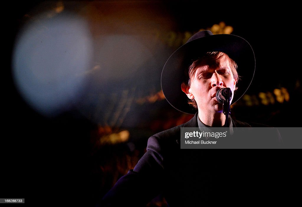 Musician <a gi-track='captionPersonalityLinkClicked' href=/galleries/search?phrase=Beck+-+Musician&family=editorial&specificpeople=149906 ng-click='$event.stopPropagation()'>Beck</a> performs onstage during the Samsung Galaxy S 4 Launch at Chi-Lin Restaurant on May 7, 2013 in Los Angeles, California.