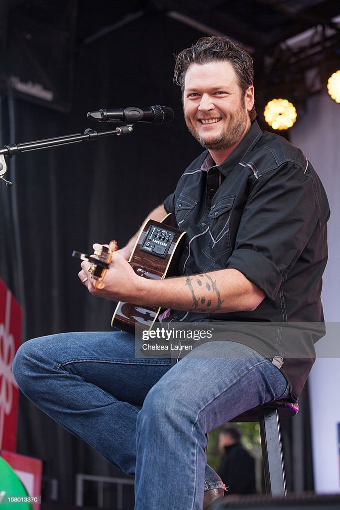 Musician <a gi-track='captionPersonalityLinkClicked' href=/galleries/search?phrase=Blake+Shelton&family=editorial&specificpeople=2352026 ng-click='$event.stopPropagation()'>Blake Shelton</a> performs at the JCPenney 12 day holiday giving tour performance at JCPenney on December 8, 2012 in Culver City, California.