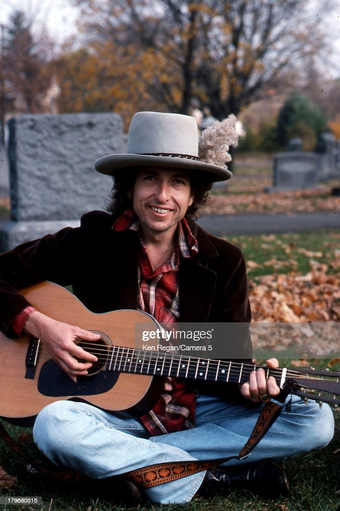 Musician <a gi-track='captionPersonalityLinkClicked' href=/galleries/search?phrase=Bob+Dylan&family=editorial&specificpeople=203289 ng-click='$event.stopPropagation()'>Bob Dylan</a> is photographed at Jack Keuroac's grave during the Rolling Thunder Revue in October 1975 in Lowell, Massachusetts.