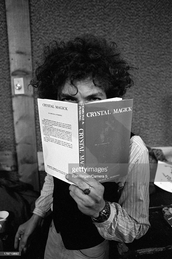 Musician <a gi-track='captionPersonalityLinkClicked' href=/galleries/search?phrase=Bob+Dylan&family=editorial&specificpeople=203289 ng-click='$event.stopPropagation()'>Bob Dylan</a> is photographed backstage during the Rolling Thunder Revue in 1975.
