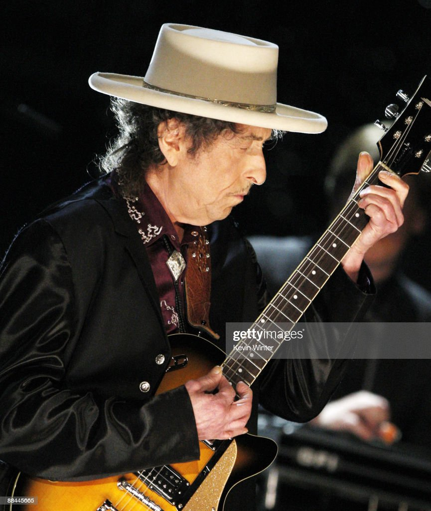 Musician Bob Dylan Performs onstage during the 37th AFI Life Achievement Award: A Tribute to Michael Douglas at Sony Pictures on June 11, 2009 in Culver City, California.
