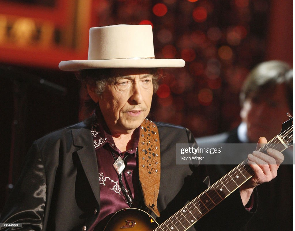 Musician <a gi-track='captionPersonalityLinkClicked' href=/galleries/search?phrase=Bob+Dylan&family=editorial&specificpeople=203289 ng-click='$event.stopPropagation()'>Bob Dylan</a> Performs onstage during the 37th AFI Life Achievement Award: A Tribute to Michael Douglas at Sony Pictures on June 11, 2009 in Culver City, California.