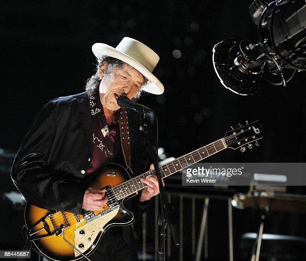 Musician Bob Dylan Performs onstage during the 37th AFI Life Achievement Award A Tribute to Michael Douglas at Sony Pictures on June 11 2009 in...