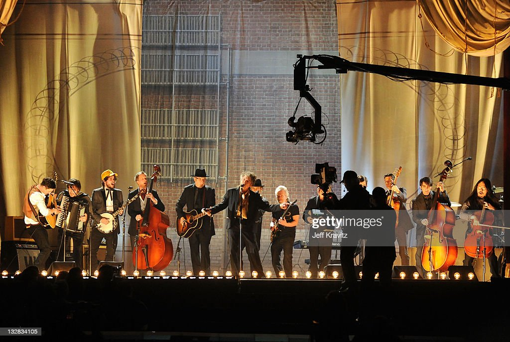 Musician <a gi-track='captionPersonalityLinkClicked' href=/galleries/search?phrase=Bob+Dylan&family=editorial&specificpeople=203289 ng-click='$event.stopPropagation()'>Bob Dylan</a> (C) performs with Mumford & Sons and <a gi-track='captionPersonalityLinkClicked' href=/galleries/search?phrase=The+Avett+Brothers&family=editorial&specificpeople=4270503 ng-click='$event.stopPropagation()'>The Avett Brothers</a> onstage during The 53rd Annual GRAMMY Awards held at Staples Center on February 13, 2011 in Los Angeles, California.