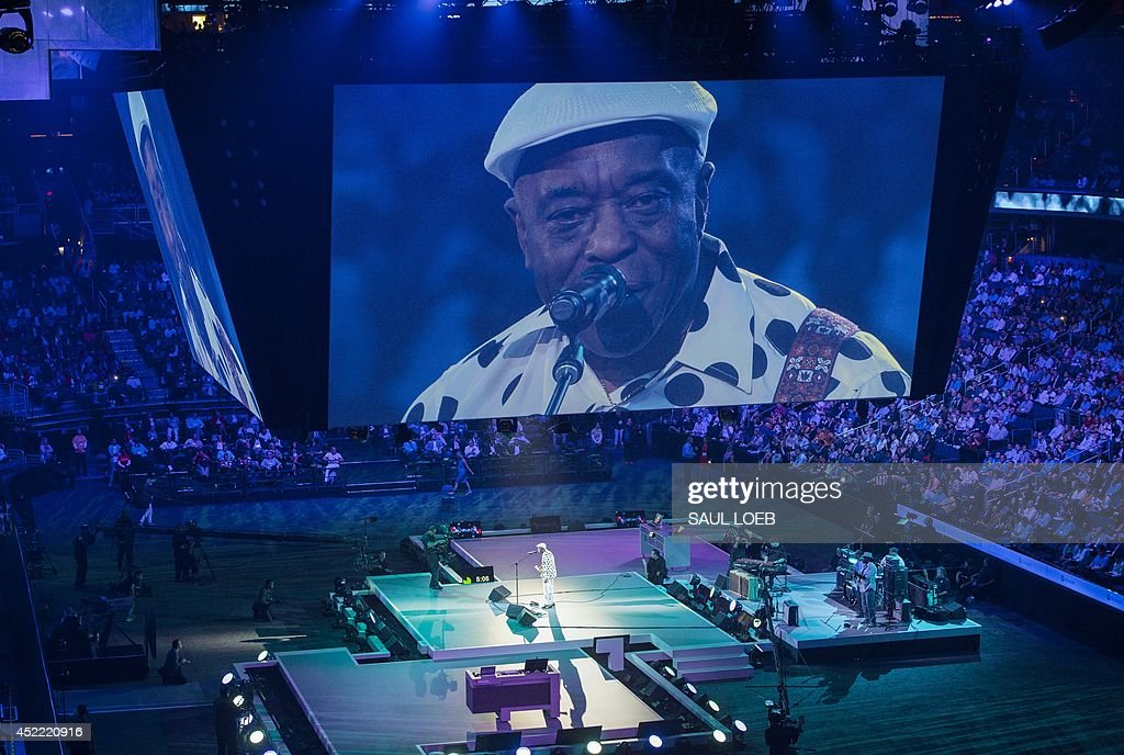 Musician Buddy Guy performs during the Microsoft Worldwide Partner Conference 2014 at the Verizon Center in Washington, DC, July 16, 2014. AFP PHOTO / Saul LOEB