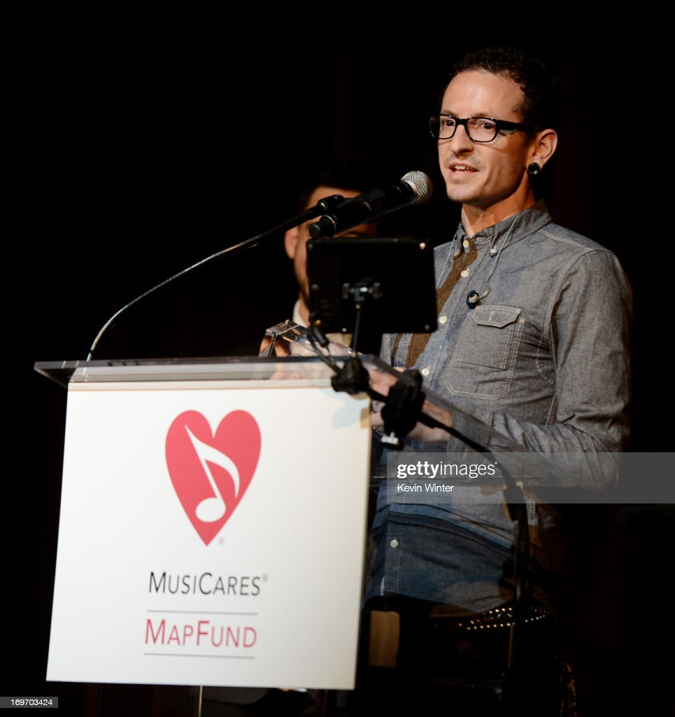 Musician <a gi-track='captionPersonalityLinkClicked' href=/galleries/search?phrase=Chester+Bennington&family=editorial&specificpeople=213970 ng-click='$event.stopPropagation()'>Chester Bennington</a> receives the Stevie Ray Vaughan Award at the 9th Annual MusiCares MAP Fund Benefit Concert at Club Nokia on May 30, 2013 in Los Angeles, California.