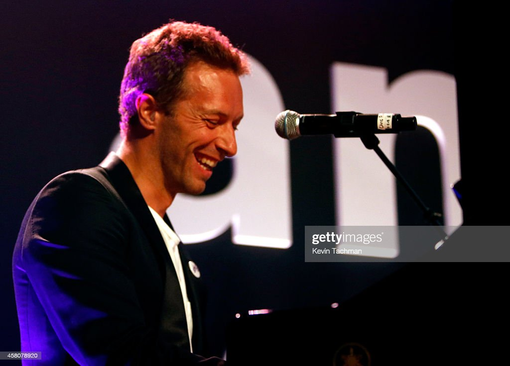 Musician Chris Martin of Coldplay performs onstage at amfAR LA Inspiration Gala honoring Tom Ford at Milk Studios on October 29 2014 in Hollywood...