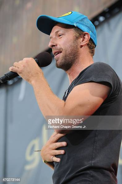 Musician Chris Martin performs onstage during Global Citizen 2015 Earth Day on National Mall to end extreme poverty and solve climate change on April...