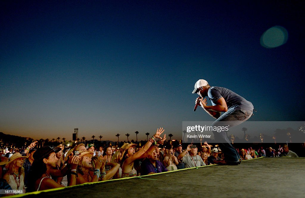 Musician <a gi-track='captionPersonalityLinkClicked' href=/galleries/search?phrase=Darius+Rucker&family=editorial&specificpeople=215161 ng-click='$event.stopPropagation()'>Darius Rucker</a> performs onstage during 2013 Stagecoach: California's Country Music Festival held at The Empire Polo Club on April 28, 2013 in Indio, California.