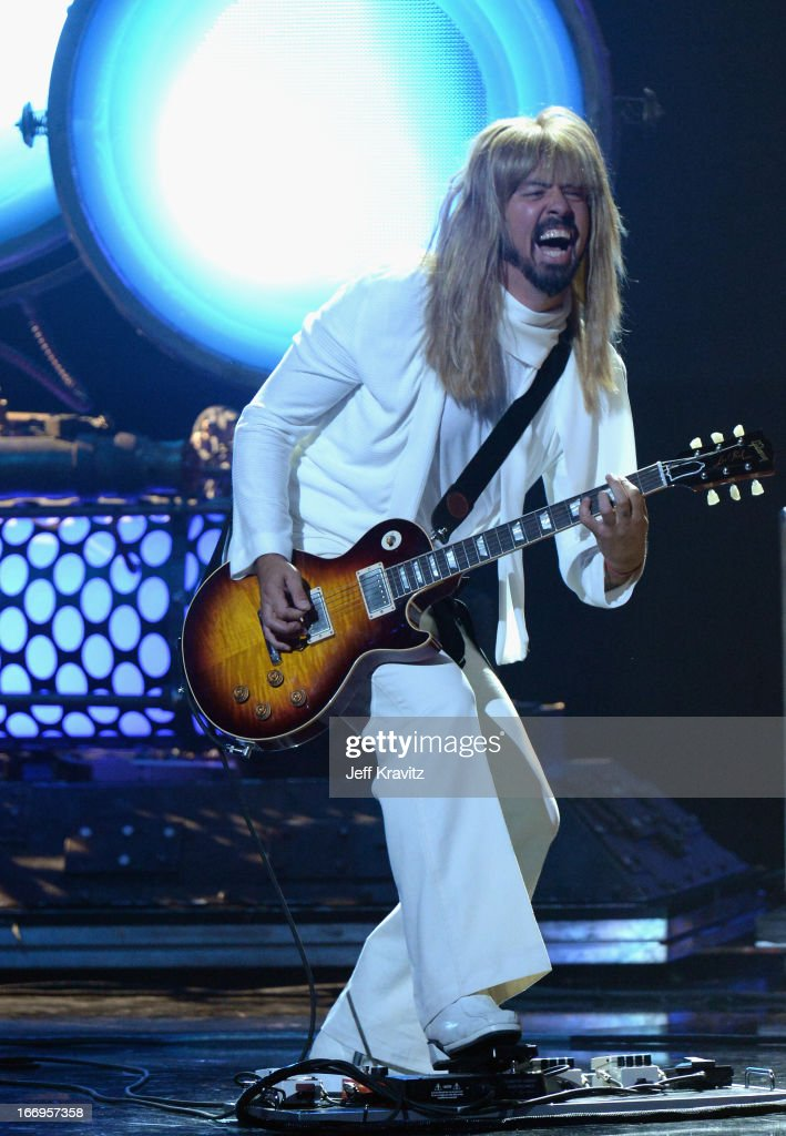 Musician <a gi-track='captionPersonalityLinkClicked' href=/galleries/search?phrase=Dave+Grohl&family=editorial&specificpeople=202539 ng-click='$event.stopPropagation()'>Dave Grohl</a> performs at the 28th Annual Rock and Roll Hall of Fame Induction Ceremony at Nokia Theatre L.A. Live on April 18, 2013 in Los Angeles, California.