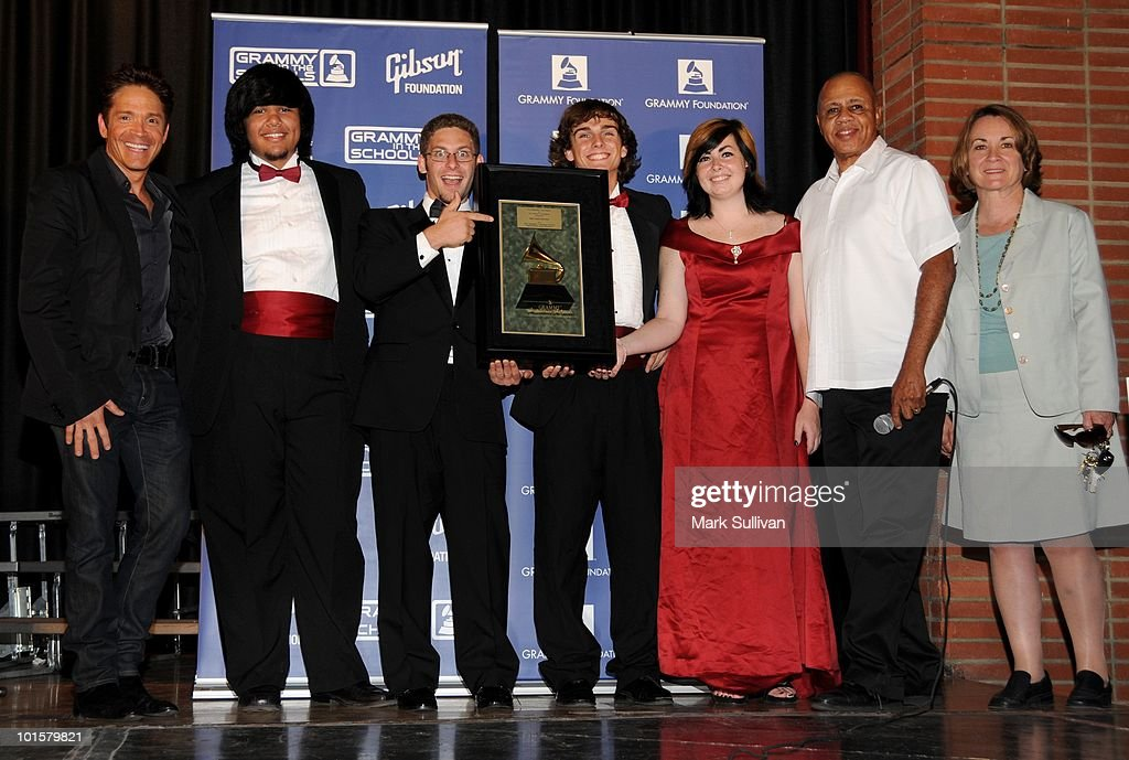 Musician Dave Koz, students, GRAMMYS' David Sears and school principal Sharon Thomas pose during the presentation of the GRAMMY Signature Schools Enterprise Award to the students of Taft High School on June 2, 2010 in Woodland Hills, California.