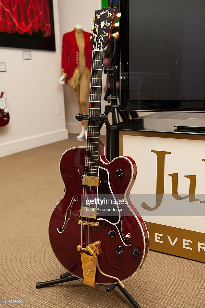 Musician David Bowie's Gibson Chet Atkins Country Gentleman guitar on display during the Music Icons And Sports Legends Memorabilia Auction Press Call at Julien's Auctions Gallery on June 18, 2012 in Beverly Hills, California.
