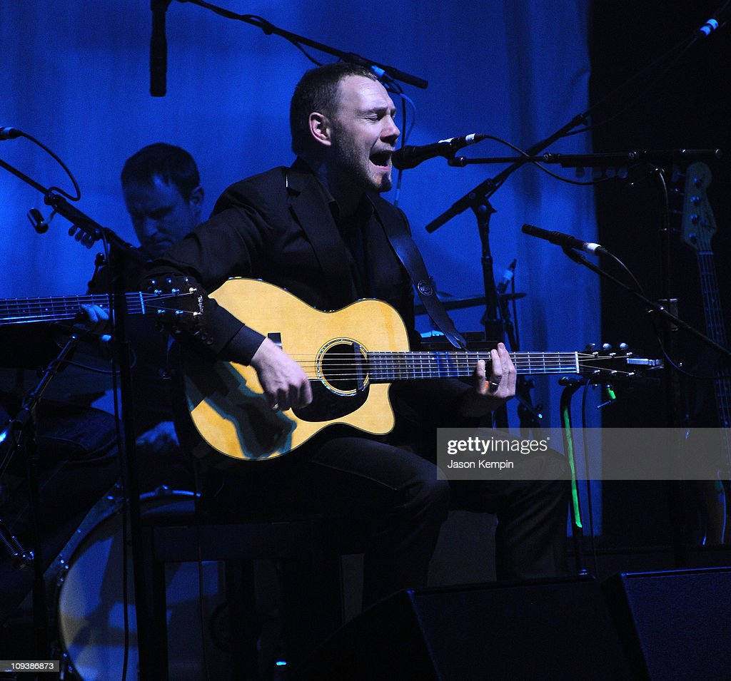 Musician <a gi-track='captionPersonalityLinkClicked' href=/galleries/search?phrase=David+Gray+-+Musician&family=editorial&specificpeople=15711804 ng-click='$event.stopPropagation()'>David Gray</a> performs at The Beacon Theatre on February 23, 2011 in New York City.