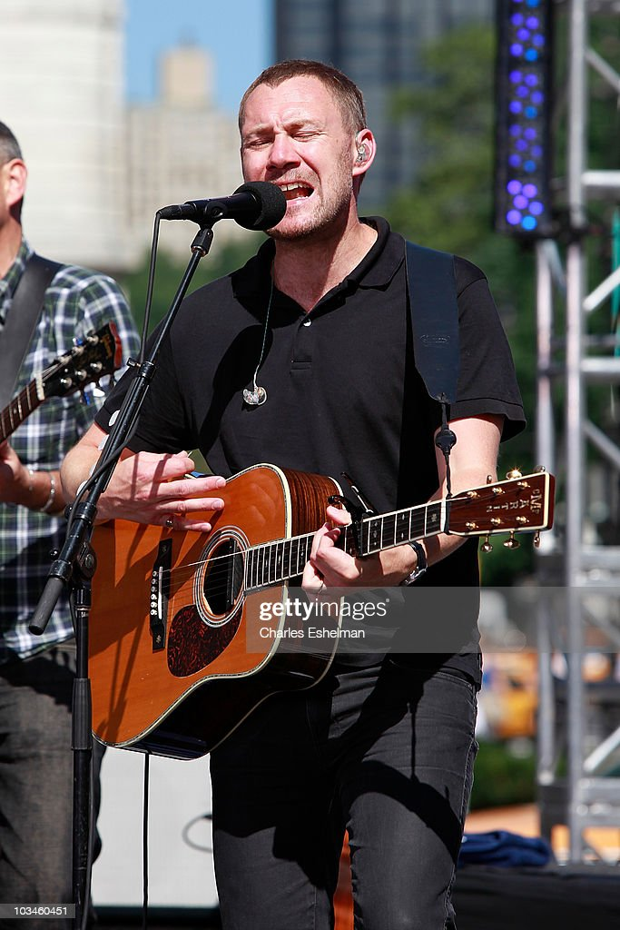 Musician <a gi-track='captionPersonalityLinkClicked' href=/galleries/search?phrase=David+Gray+-+Musician&family=editorial&specificpeople=15711804 ng-click='$event.stopPropagation()'>David Gray</a> performs on CBS' 'The Early Show' at the CBS Early Show Studio Plaza on August 19, 2010 in New York City.