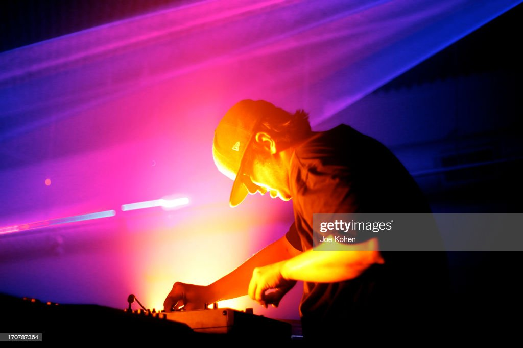 Jason Bentley Hosts An Evening With Pretty Lights At Sonos Studio