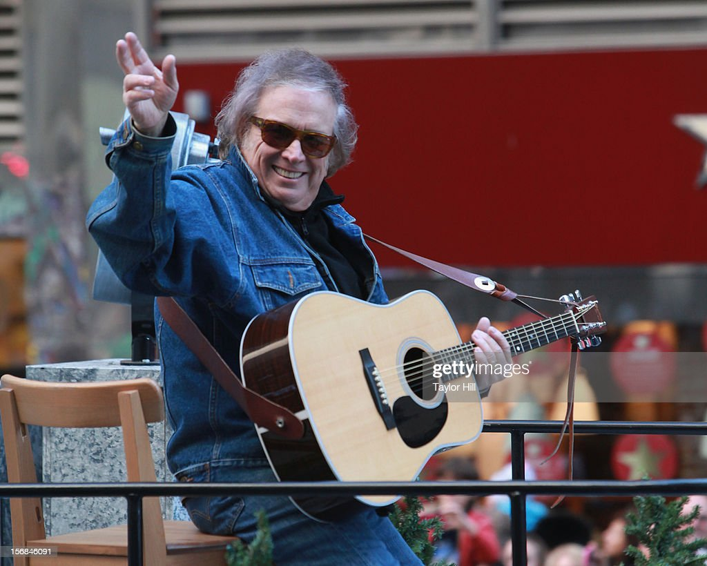 Musician <a gi-track='captionPersonalityLinkClicked' href=/galleries/search?phrase=Don+McLean&family=editorial&specificpeople=705374 ng-click='$event.stopPropagation()'>Don McLean</a> attends the 86th Annual Macy's Thanksgiving Day Parade on November 22, 2012 in New York City.