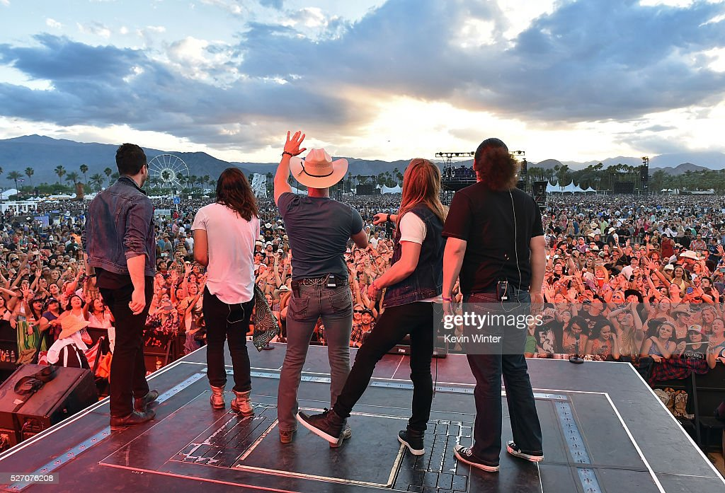 Musician <a gi-track='captionPersonalityLinkClicked' href=/galleries/search?phrase=Dustin+Lynch&family=editorial&specificpeople=8612719 ng-click='$event.stopPropagation()'>Dustin Lynch</a> (C) performs onstage during 2016 Stagecoach California's Country Music Festival at Empire Polo Club on May 01, 2016 in Indio, California.