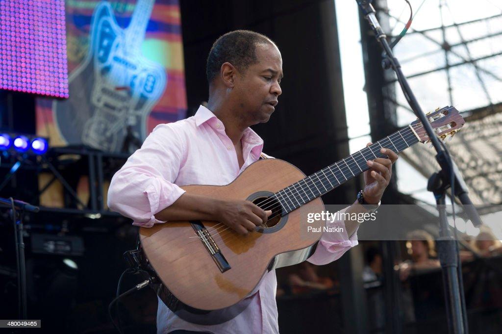 Resultado de imagen de Earl Klugh at Eric Claptons Crossroads Festival