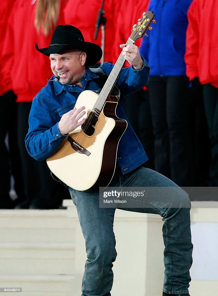 Musician <a gi-track='captionPersonalityLinkClicked' href=/galleries/search?phrase=Garth+Brooks&family=editorial&specificpeople=206288 ng-click='$event.stopPropagation()'>Garth Brooks</a> performs at 'We Are One: The Obama Inaugural Celebration At The Lincoln Memorial' January 18, 2009 in Washington, DC. The event includes a diverse array of talent featuring both musical performances and historical readings and an appearance by U.S. President-elect Barack Obama.