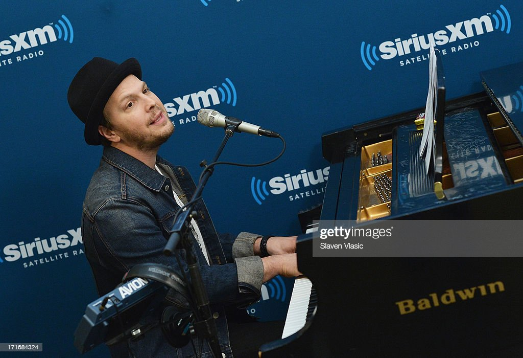 Musician <a gi-track='captionPersonalityLinkClicked' href=/galleries/search?phrase=Gavin+DeGraw&family=editorial&specificpeople=203282 ng-click='$event.stopPropagation()'>Gavin DeGraw</a> performs at SiriusXM Studios on June 27, 2013 in New York City.