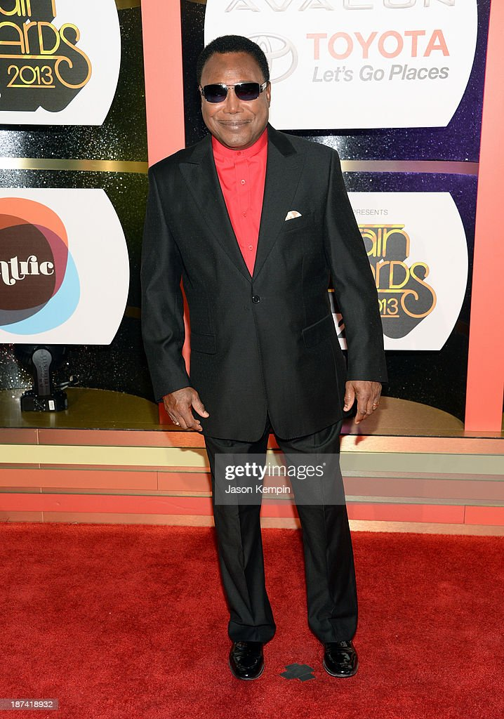 Musician <a gi-track='captionPersonalityLinkClicked' href=/galleries/search?phrase=George+Benson&family=editorial&specificpeople=216570 ng-click='$event.stopPropagation()'>George Benson</a> attends the Soul Train Awards 2013 at the Orleans Arena on November 8, 2013 in Las Vegas, Nevada.