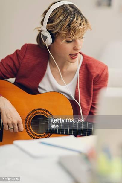 Musicista nella sua casa Studio di registrazione.